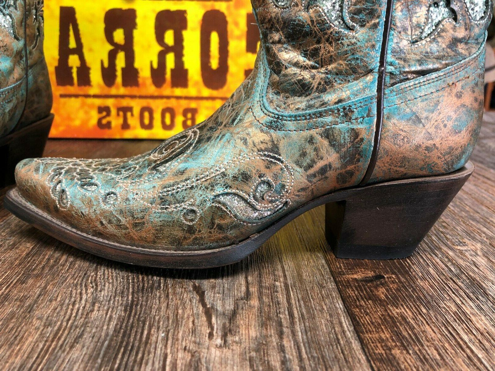 Boots with inlay
