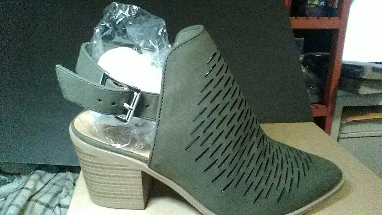 city classified tiny dash perforation western cut out ankle boots 8.0
